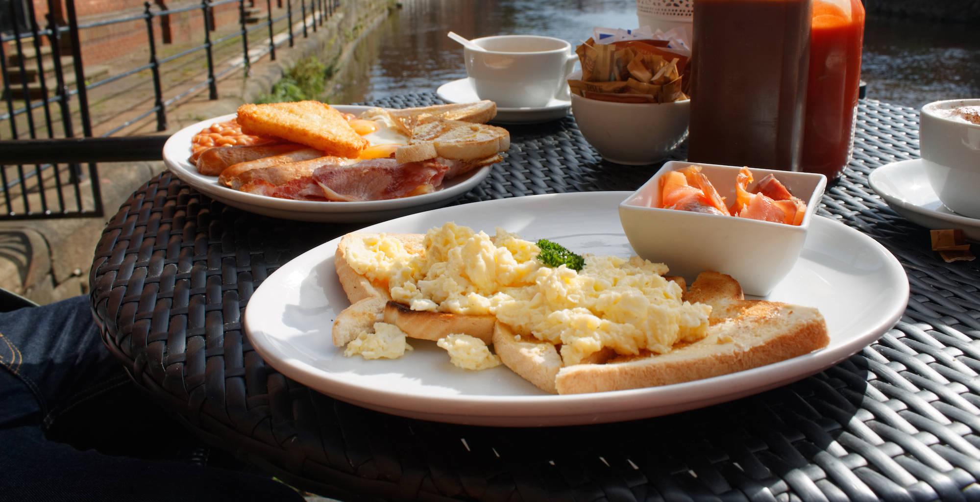 Riveresque breakfast