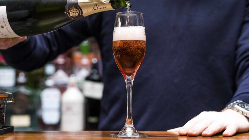 Kir Royale, Thewlis